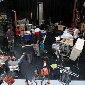 Fabrique d'instruments de musique à partir de matériaux recyclés
