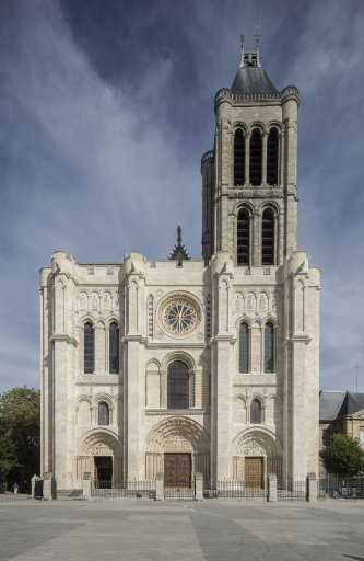 Basilique de Saint-Denis, façade occidentale restaurée en 2015