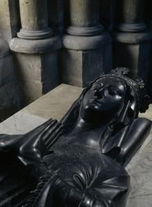 Lying effigy in black stone of Marie of Brienne. © Pascal Lemaître ? National Monuments Centre.