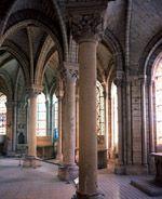 Choeur, déambulatoire et chapelles rayonnantes. La contruction du chevet a été entreprise par l'abbé Suger, de 1140 à 1144. J.Mangin © Document Unité d'archéologie de Saint-Denis