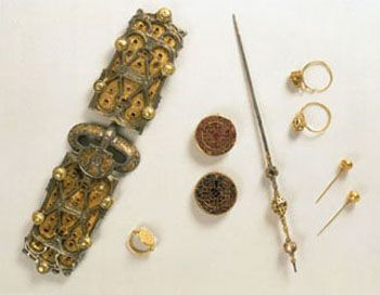 Jewels from the tomb of queen Arégonde