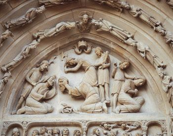 Détail du portail des Valois, scène de la décapitation de Denis. P.Lemaître © CMN