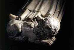 Detail of the recumbent effigy of Jean I the Posthumous