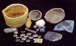 Collection from waste in a goldsmith and enameller workshop (first quarter of 14th century) ; excavation UASD. © J.Mangin - Document Saint-Denis archaeology unit