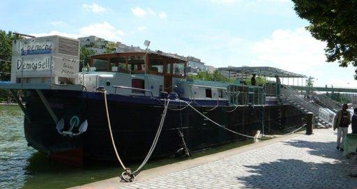 Demoiselle barge in Paris - Bassin de la Villette