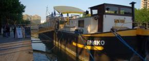 Anako barge