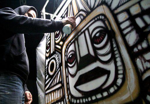 Da Cruz street art in Paris