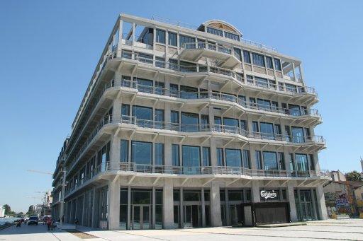 Ancien bâtiment des douanes à Pantin, siège de BETC, Magasins Généraux