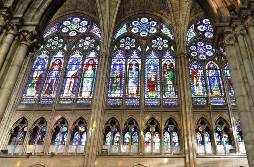 Vitrail basilique Saint-Denis