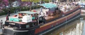 Cultural barge Antipode: café-restaurant and shows