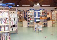 espace intérieur d'une médiathèque en Seine-Saint-Denis