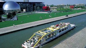 photo du canal traversant la villette