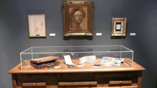 Vitrine et tableaux du musée Eugène Carrière
