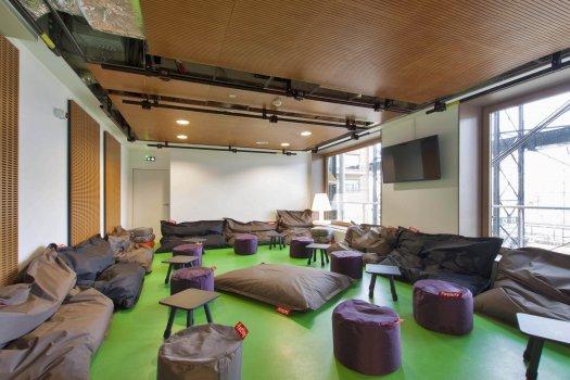 yves robert youth hostel at halle pajol in paris. Black Bedroom Furniture Sets. Home Design Ideas