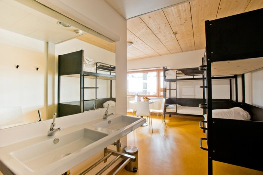 yves robert youth hostel at halle pajol in paris. Black Bedroom Furniture Sets. Home Design Ideas