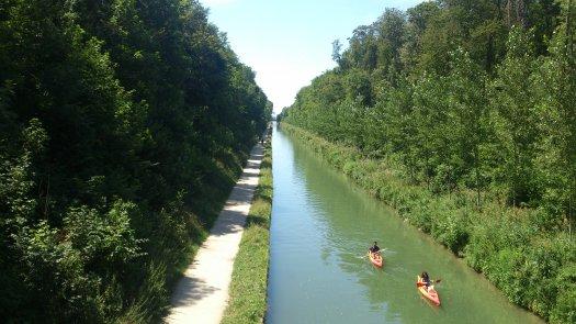 Paris Canal de l'Ourcq - park de la Poudrerie - cycle trail