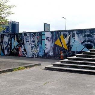 Fresque de Joachim Romain sur la Street Art Avenue, le long du canal Saint-Denis.