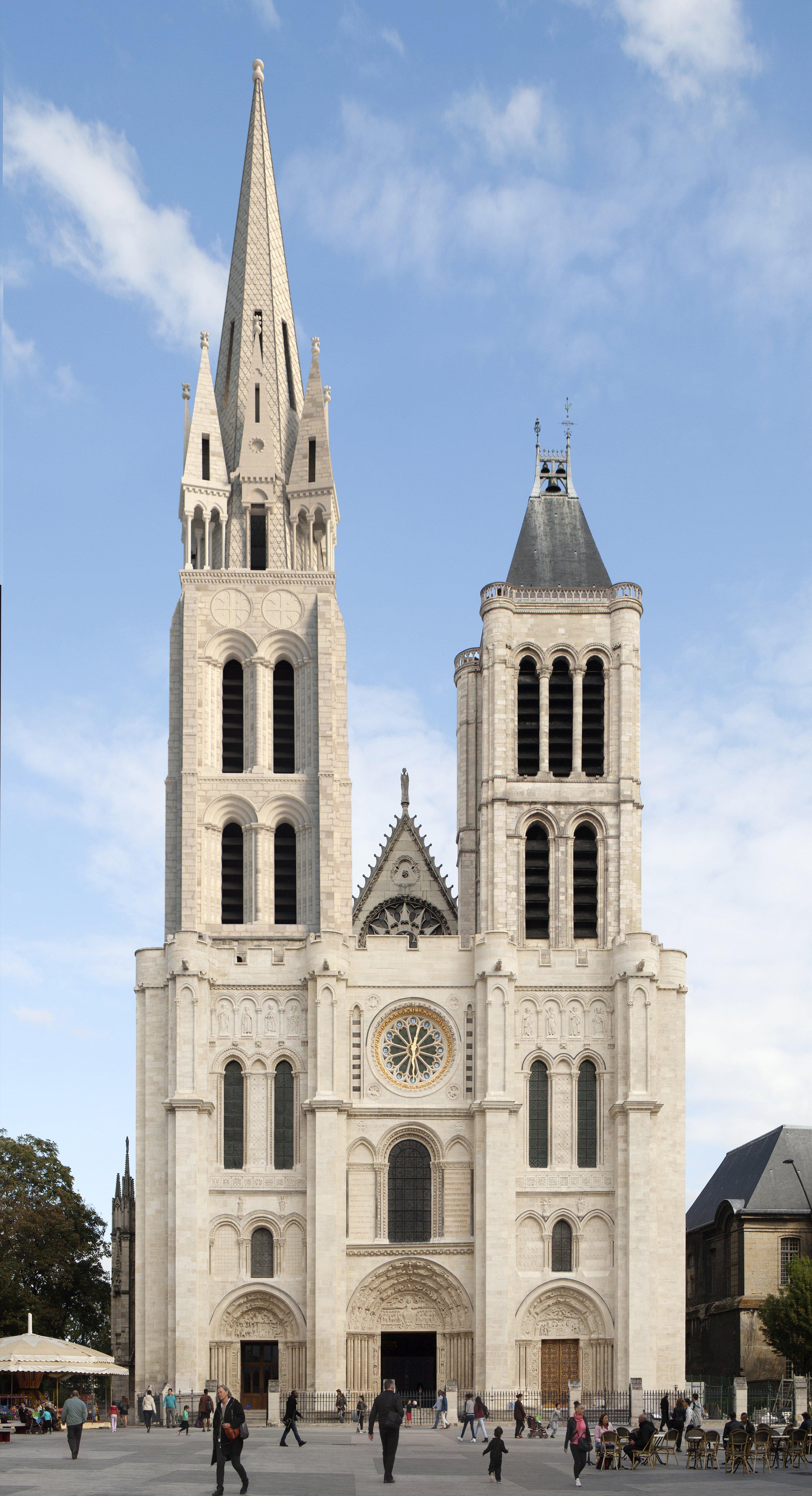 La basilique st denis retrouve sa fl che entretien avec for Architecte en chef des monuments historiques