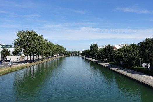 Canal Saint-Denis cycle track from Paris la Villette to stade de France