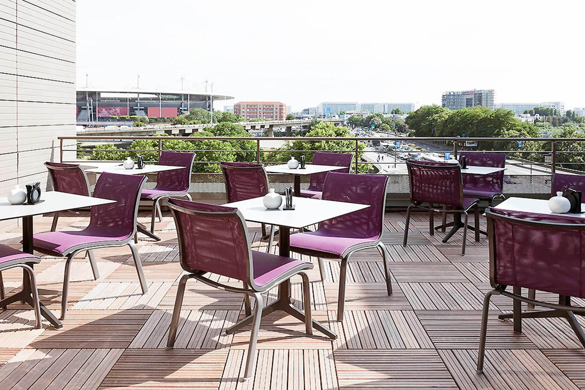 Hotels avec balcon terrasse ou restaurant vue sur le for Restaurants paris avec terrasse ou jardin