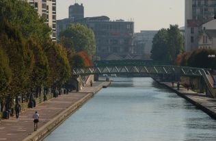Runners on the banks of Canal de L'Ourcq