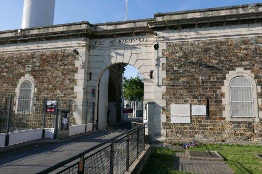 Fort de Romainville par Deux Dames en van