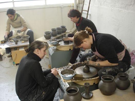Tournage de poteries à l'atelier Franciade