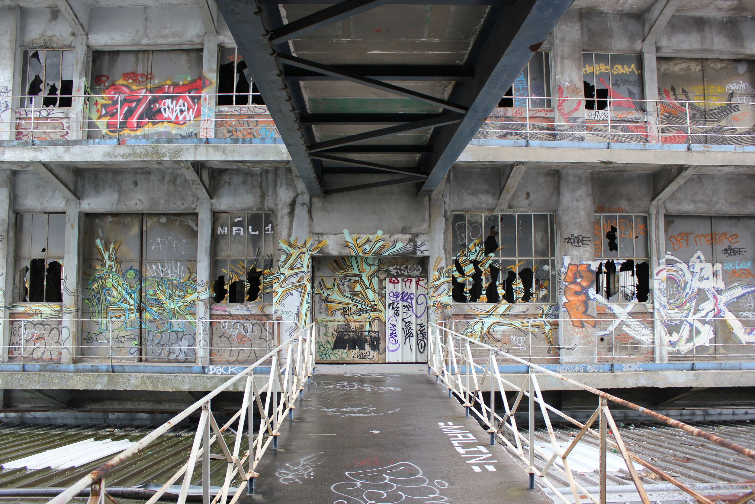 Magasins généraux en 2012 street art été du Canal