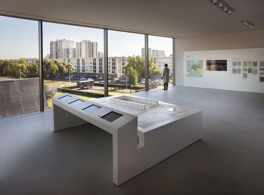 vue intérieure de l'expo sur la cité de la Muette - Mémorial de Drancy - photo Vincent Pfrunner