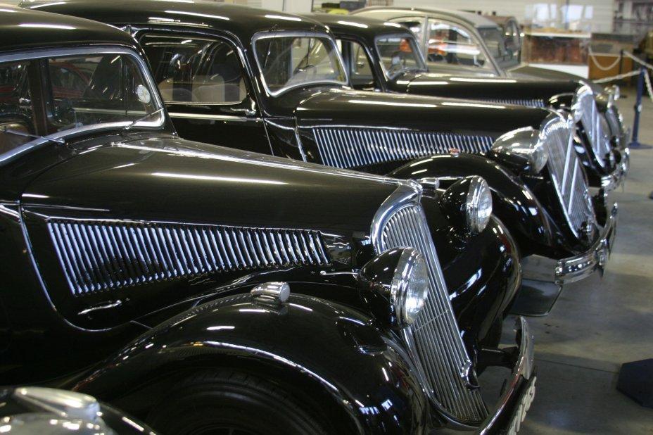 conservatoire citroen, rangée voitures