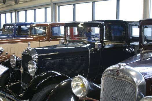 conservatoire citroen, rangée voitures anciennes
