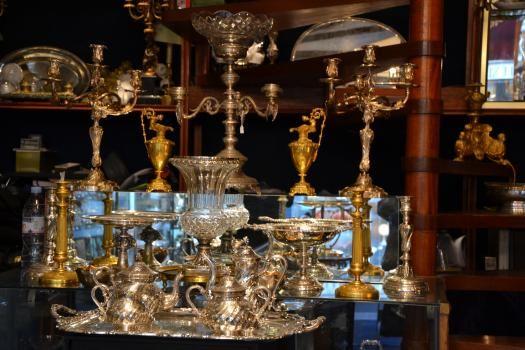 les tables en f tes chez les antiquaires des puces de st ouen pour no l. Black Bedroom Furniture Sets. Home Design Ideas