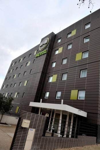 Hôtel B&B La Courneuve