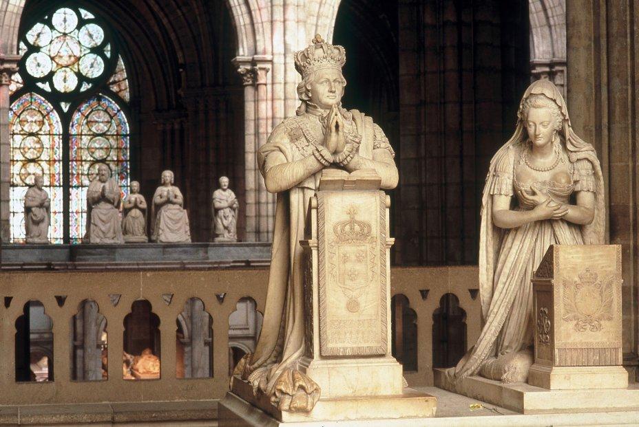 Statues funéraires de Louis XVI et Marie-Antoinette.