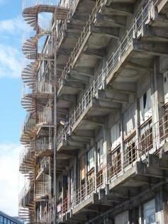 vue exterieure de l'escalier batiment des dounes à Pantin