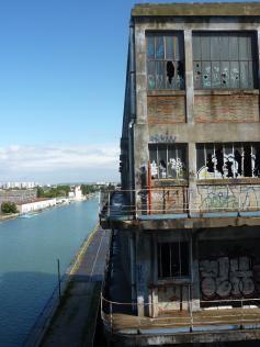 vue du canal de l'ourcq du haut batiment des douanes