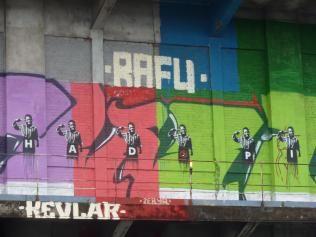 graff hadopi sur le mur batiment douanes