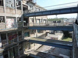 vue des 3 passerelles entre batiments douane