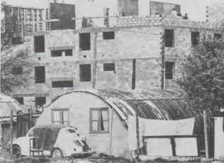 L'abbé Pierre crée la société HLM Emmaüs qui entreprend, en 1966, la résorption du bidonville de Noisy-le-Grand