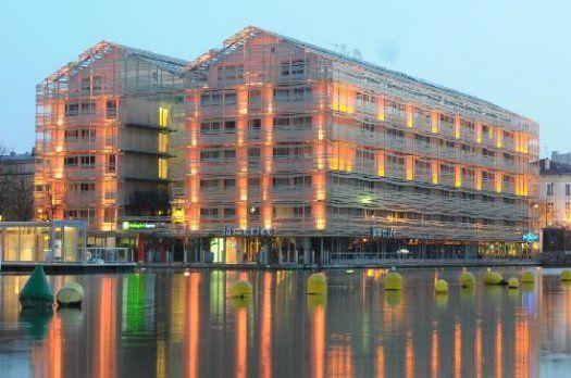 H Tel Holiday Inn Express Paris Canal La Villette
