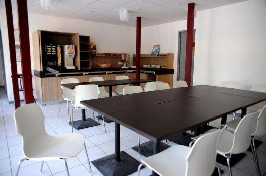 h tel balladins chelles proximit de paris. Black Bedroom Furniture Sets. Home Design Ideas