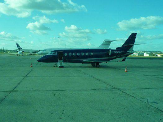 avion d'affaires, porte ouverte- tarmac du Bourget